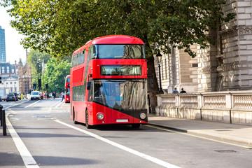 Photo sur Aluminium Londres bus rouge Modern red double decker bus, London