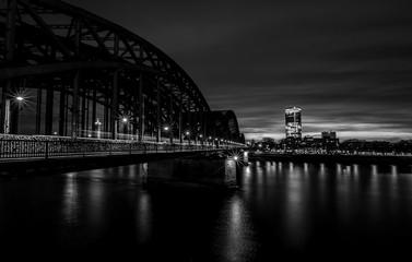 Brücke über den Rhein bei Köln