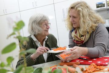Senioren Häusliche AltenpflegeGemeinsam Kochen