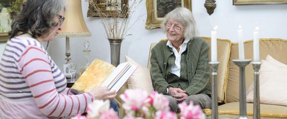 Senioren Häusliche Altenpflege Vorlesen Banner
