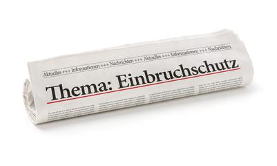 Zeitungsrolle mit der Überschrift Einbruchschutz