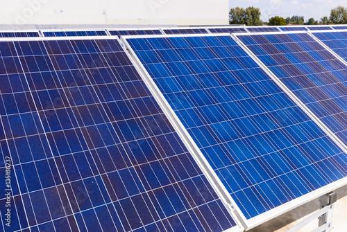 Pannelli solari immagini e fotografie royalty free su for Pannelli solari immagini