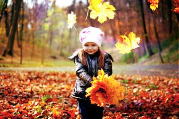 The little girl walks in the park