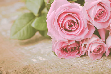 Rosen auf Holz