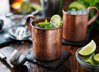 In de dag Cocktail moscow mule cocktail in copper mug