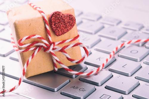 kleines geschenk mit herz auf tastatur stock photo and royalty free images on. Black Bedroom Furniture Sets. Home Design Ideas
