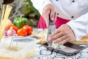 chef sliced tomato
