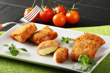 Crispy rolls of ham with cheese