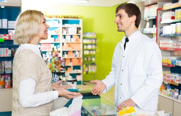 pharmaceutist  helping girl