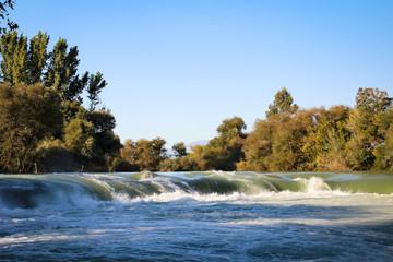 Fluss mit Wasserfälle, Stromschnellen, Natur, Europa