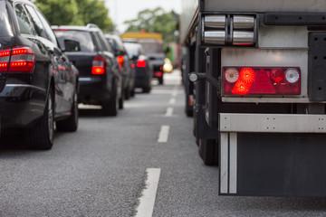 Lkw-Bremslicht im Stau