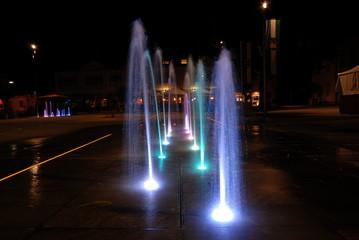 Beleuchtete Springbrunnen