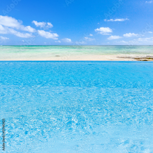 piscine d bordement au bord du lagon de l 39 le maurice stock photo and royalty free images. Black Bedroom Furniture Sets. Home Design Ideas