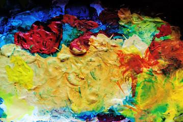 Tavolozza sporca di vari colori ad olio