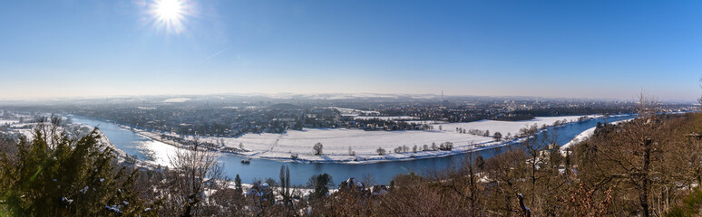 Winterlandschaft - Panorama über Elbtal in Dresden