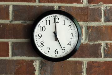 Clock 5 o'clock happy hour