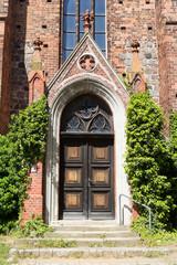 Kirchentür und Treppe