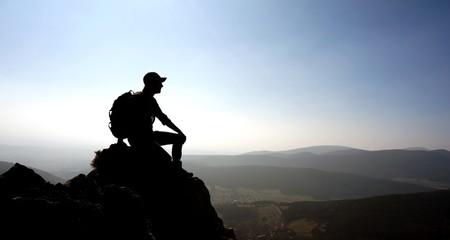 Wanderer Silhouette auf Gipfel