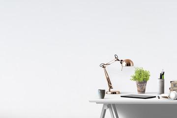 Zuhause relaxen -  Dekorativer Tisch mit Textfreiraum