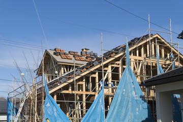 住宅 戸建て住宅建設現場 イメージ 足場 木造2階建て現場 瓦 瓦屋根