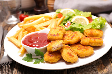 chicken or fish nugget with french fries