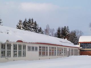 小学校校舎 雪景色