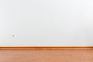 Leerer Raum Mit Weißer Wand Und Braunem Laminatboden