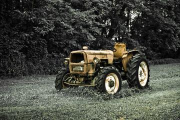 Fototapeta Rusty tractor abandoned in a field