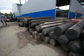 Metal cylinders workpiece
