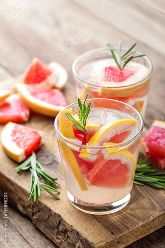 """Refreshing drink, grapefruit and rosemary cocktail"" 스톡 사진 ..."