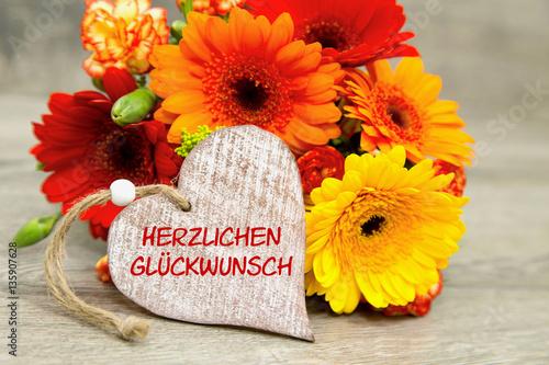 Blumen Und Herz Herzlichen Glückwunsch Stockfotos Und