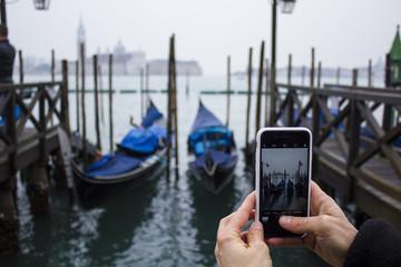 venezia gondole fotografata da un cellulare