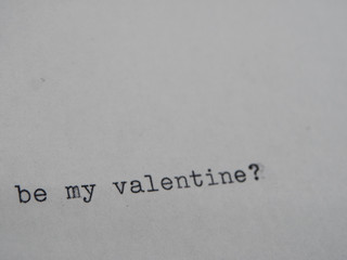 "Old Typewriter typing ""Be my Valentine"""