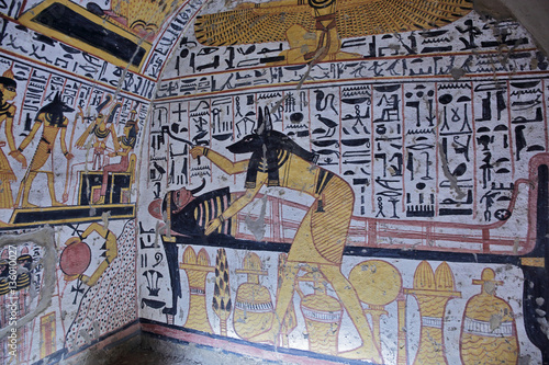 Wall painting and decoration of the tomb ancient for Ancient egyptian tomb decoration