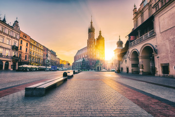 Fotorolgordijn Krakau Krakow, main architectural ensemble, amazing colors of sunrise over the old town Market square, St. Mary's church (Mariacki cathedral) and Cloth Hall (Sukiennice), Poland, Europe