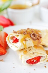 Coconut pancakes with strawberries and caramel