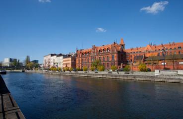 Zabytkowy budynek pocztowy nad Brdą w stylu neogotyckim, Bydgoszcz, Polska, Old post office in Bydgoszcz, Poland