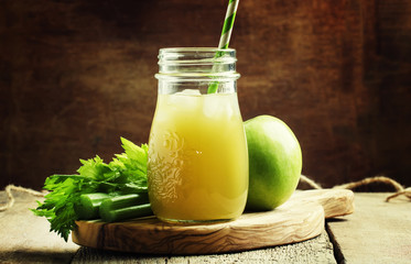 Healthy eating for weight loss: freshly squeezed juice from gree