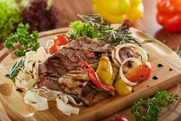 Meat steak with vegetable