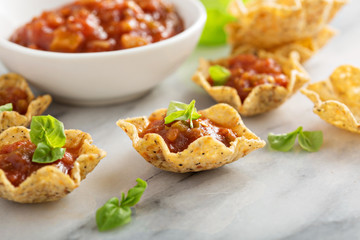 Small mexican style appetizers made with tortilla bowls