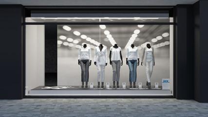 Schaufenster mit bekleideten Modepuppen
