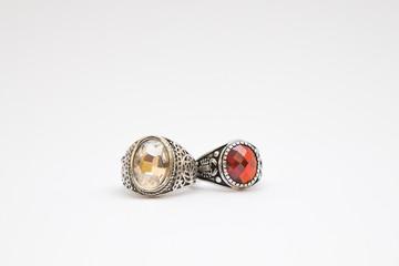 duo di anelli con pietra