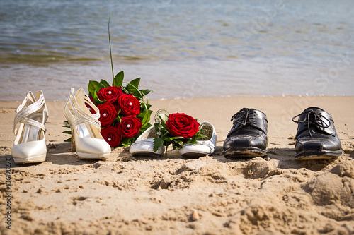 Schuhe Am Hochzeitstag An Der Ostsee Nordsee Direkt Am Strand Mit Brautstrauss
