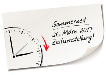 Memo, Notiz Zettel mit Handschrift und Uhr - Sommerzeit 2017, 26.März 2017 Zeitumstellung!