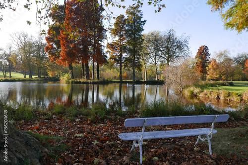 Le jardin anglais du parc du ch teau de chantilly en for Jardin anglais chantilly