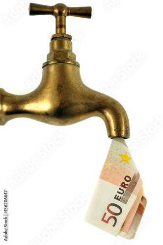 concept de prix de l 39 eau avec un robinet et un billet de banque photo libre de droits sur la. Black Bedroom Furniture Sets. Home Design Ideas