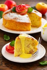 apple pie with vanilla cream.