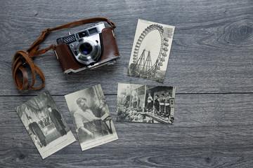 Carte postale vintage souvenir de Verdun avec appareil photo