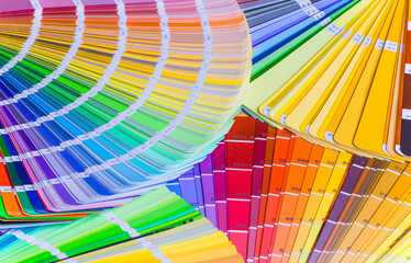 Color wheel for choosing paint tone