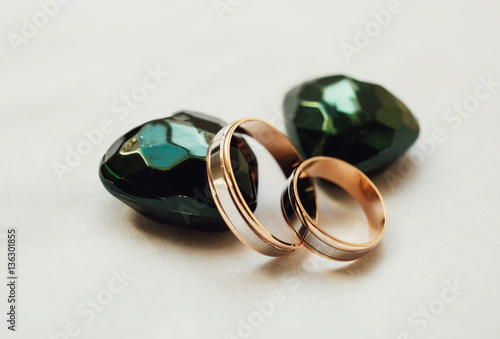 """The wedding rings stand near jewels"" Imagens e fotos de stock Roya"